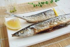 11月必吃的盐烤秋刀鱼