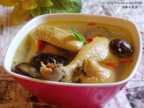 """乐扣乐扣温暖厨房·写意秋冬""""煲汤进行时——香菇炖鸡"""