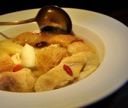 鸡汤比鸡肉更营养吗?---【猴头菇炖鸡】