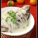煮一锅奶白鱼汤的4个小窍门—【萝卜鲫鱼汤】