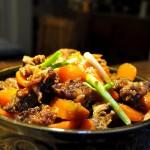 應對寒冷雨雪天氣的24道冬日暖身菜---胡蘿卜燜牛腩!