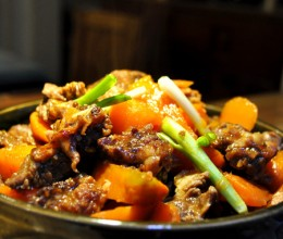 应对寒冷雨雪天气的24道冬日暖身菜---胡萝卜焖牛腩!