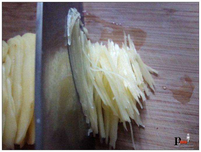 土豆丝是锻炼刀工的入门食材----青椒土豆丝