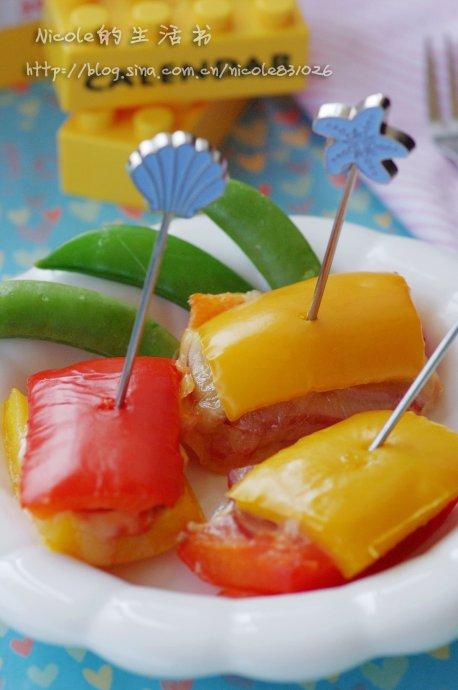 色彩是吸引小朋友的妙招——缤纷乳酪培根烤彩椒