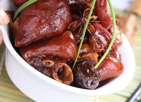 推荐一道开胃又美容的养生菜——话梅闷猪手