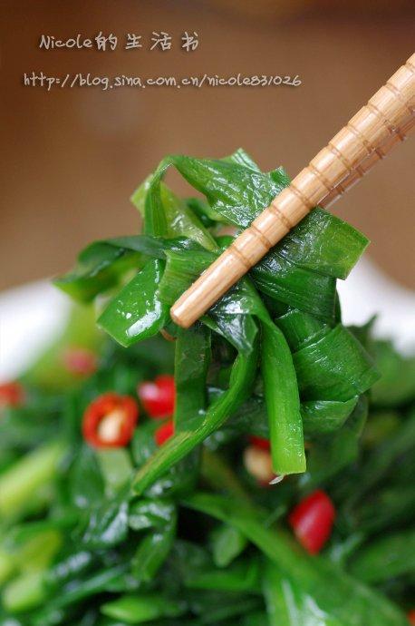 将春天的鲜美进行到底——纯绿色素炒韭菜