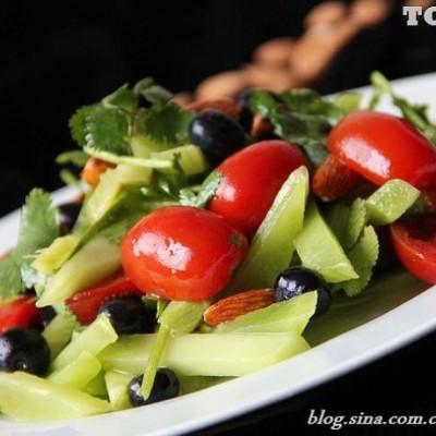 春天里做凉拌菜用最新鲜的果蔬才是王道