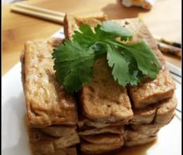 用一锅老汤卤的亦佐粥亦下酒亦零食一举三得的小菜——卤豆腐干