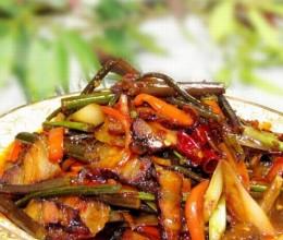 教您打造绝对下饭时令菜-蕨菜与腊肉的经典搭配-腊肉炒蕨菜