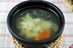 最养女人的一碗药膳鸡汤——银耳枸杞母鸡汤
