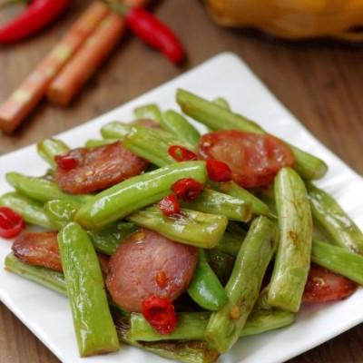 最家常往往最美味——超级下饭的省油版腊肠干煸四季豆