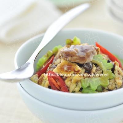 天热要吃下火菜----苦瓜滑蛋炒牛肉(苦瓜不苦,牛肉滑嫩的方法)