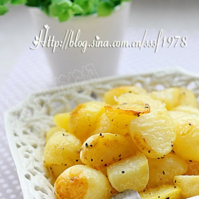 轻食时代的健康美食黑椒橄榄油烤小土豆
