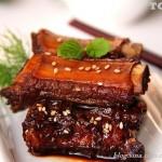 在端午节让你瞬间变身厨房高手的一道菜--------三葱焖排骨