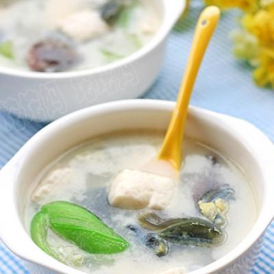 鲜得掉眉毛的一碗清素汤丝瓜皮蛋豆腐汤