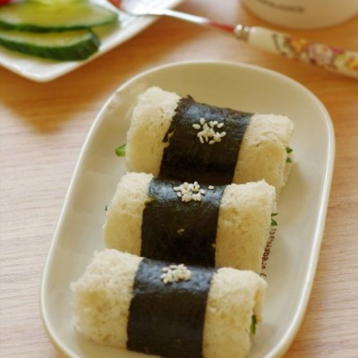 5分钟打造颇具内涵的营养早餐——简约版海苔鲜蔬吐司卷