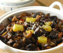 肉末茄丁煲--最过瘾的下饭菜(上班族的便当餐)