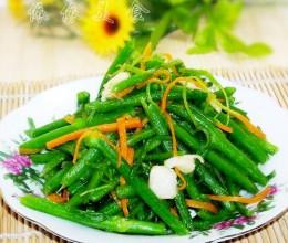 夏日最应季的蔬菜---蒜头炒瓜远