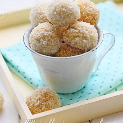非常适合夏天的清爽小饼干蛋白椰丝球