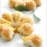 【奶黄馅花形面包】——让面包像花儿一样绽放