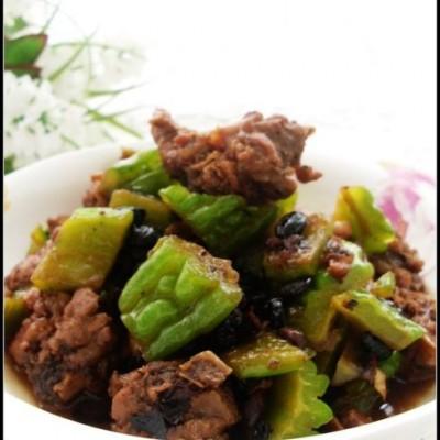 适合仲夏吃的一道大肉菜——苦瓜焖鸭