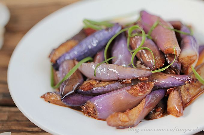 你知道如何炒茄子才能留住其迷人的紫色?----让你体验锅子着火的感觉