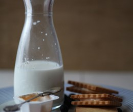夹心饼干吃起来更过瘾----草莓奶酪夹心饼干