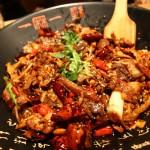 外食史上简单到只有一道菜的晚饭,一麻一辣的麻辣香锅