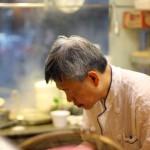 在香港小茶餐厅里面品尝老师傅给你做的早茶---价廉物美的香港小茶餐厅