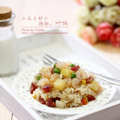 隔夜的剩米饭华丽变身营养便当———土豆虾仁腊肠炒饭