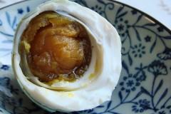 巧用高度白酒自制佐餐万能小食:美味咸鸭蛋