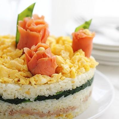 用蛋糕模具做一款寿司蛋糕为节日餐桌锦上添花
