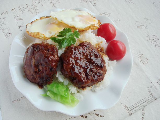 零廚藝新手絕不能錯過的招牌蓋飯:漢堡排蓋飯