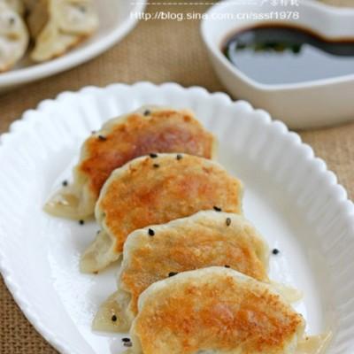 北方传统立冬吃饺子三鲜锅贴(附电饼铛做煎饺全攻略)