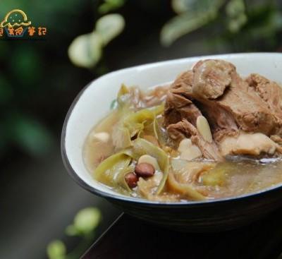 广东人餐桌上常见的一道清润老火汤--霸王花煲筒骨(煲汤的几个小贴士)