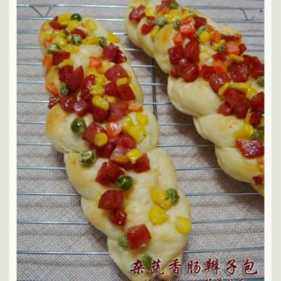 汤种蜜豆吐司&杂蔬香肠辫子包
