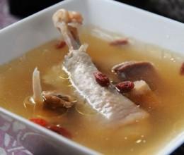 鸡汤怎么喝最营养----高丽红参煲鸡汤