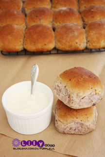 全麦干果结包。内涵丰富的面包。