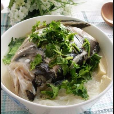 适合上班族冬季滋润皮肤的暖身汤——鱼头豆腐汤