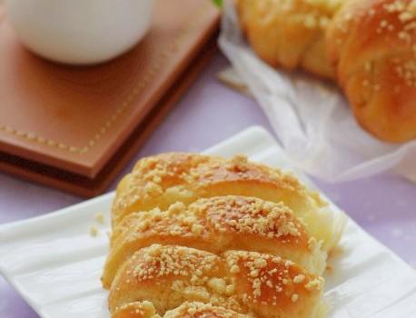 我的小辫子情结——为处理淡奶油而得的浓郁奶香辫子包