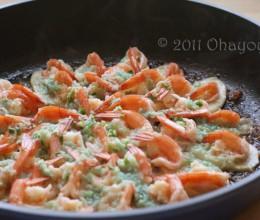 蒜蓉干锅虾~最好吃的是底下的杏鲍菇