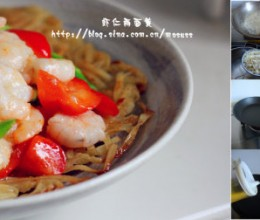 用上海生煎的烹饪方法制作健康的两面黄----虾仁两面黄