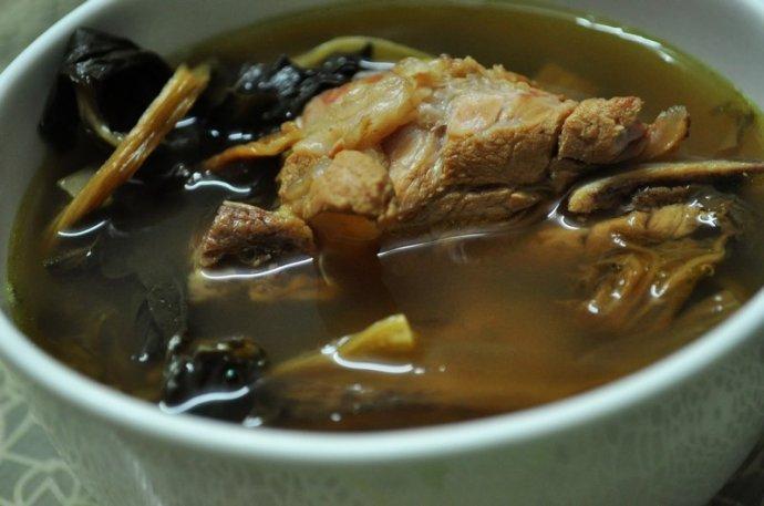 22款滋养好汤水为2011年画上完美的句号。2012不见不散。【菜干龙骨汤】