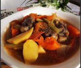 大风降温天里的一碗极具补钙功效的养生煲——番茄牛尾煲