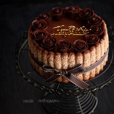 巧克力玫瑰花装饰之提拉米苏(附图巧克力玫瑰花制作方法)