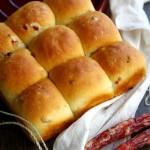 用药食兼备的良药佳肴铁棍山药做个面包吧。山药腊肠包
