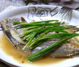 年年有鱼,我家过年时的传统鱼做法——葱香鲳鱼