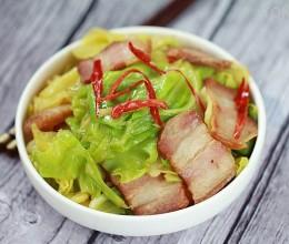 巧用年后的剩腊肉就可以做出惹味的卷心菜