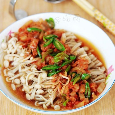 5分钟打造一款低热量的超级下饭菜——【泡菜蒸金针菇】