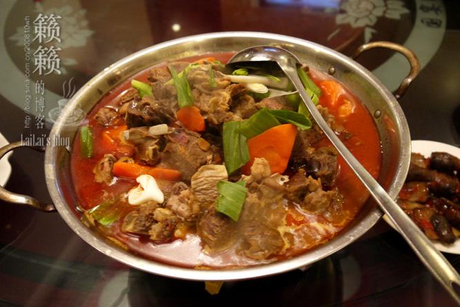羊肉火锅,暖暖的羊肉炖萝卜,羊肉肉质不错有鲜甜味.
